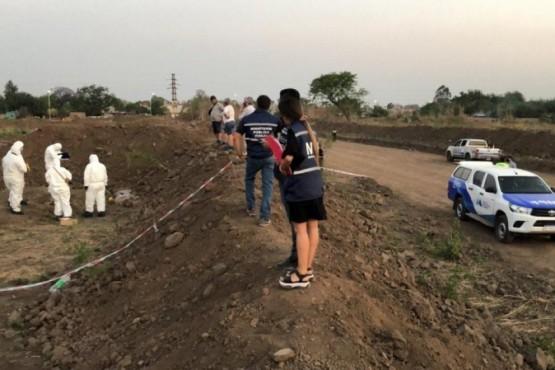 Encontraron muerta a una nena en un descampado: vecinos indignados quemaron dos casas