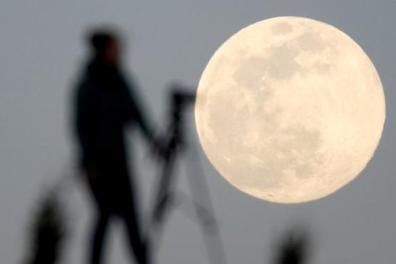 Construirán una red de telefonía móvil en la Luna