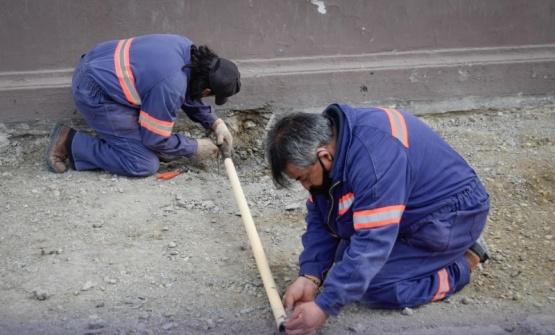 Avanza con la reconstrucción de veredas y con tareas de bacheo