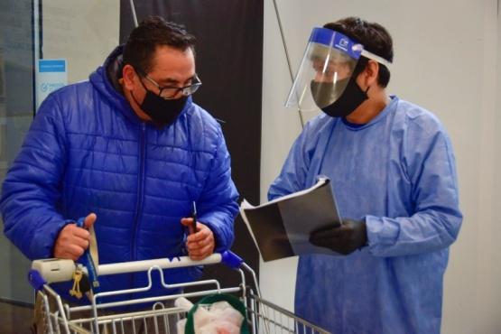 Importante tarea de vecinos voluntarios en los grandes supermercados