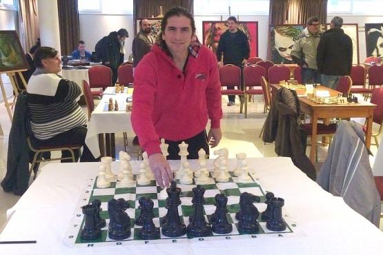 El ganador cayó en la primera ronda con Nazareno Pereyra de Bariloche. Después, el zarateño se recuperó y metió una seguidilla de nueve triunfos que lo llevaron a sumar más que el resto y, por ende, a quedarse con la victoria final.