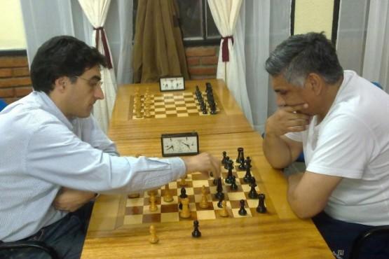 El primero en abrir esta actividad, el mes pasado, fue Adrián Randazzo. Una semana más tarde, quien asumió este desafío de jugar contra los estudiantes, profesores y ex alumnos de la UNPA fue Jorge Iglesias.