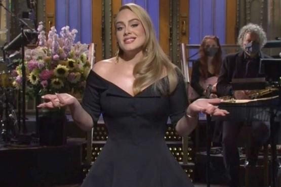 Adele mostró su increíble cambio físico y cantó en televisión