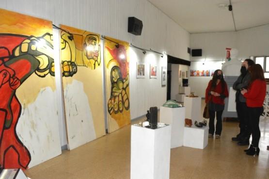 """En el Centro Cultural """"José Hernández"""" están expuestas obras en homenaje a Esteban Ferreyra"""