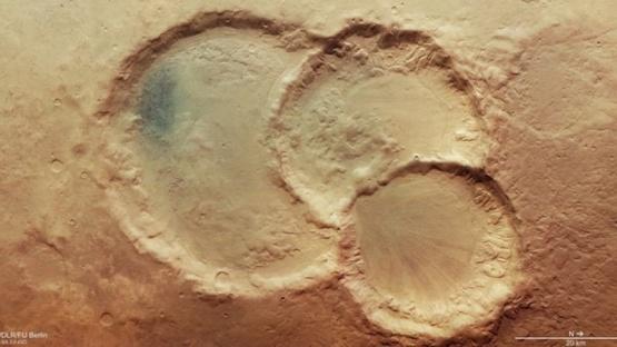 Descubren tres cráteres superpuestos en Marte