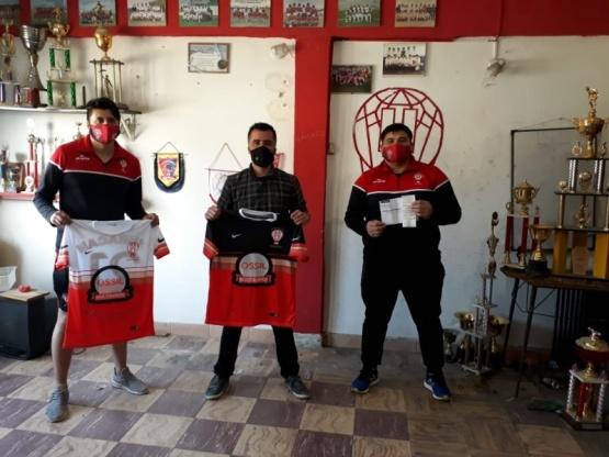 Entregaron elementos para refaccionar el club Huracán Santacruceño