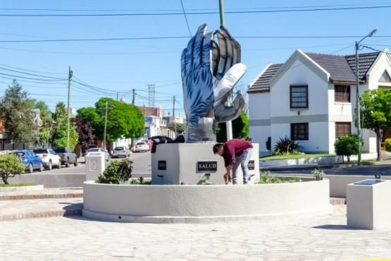 De manera virtual, Rawson inauguró monumento en homenaje a quienes luchan durante la pandemia
