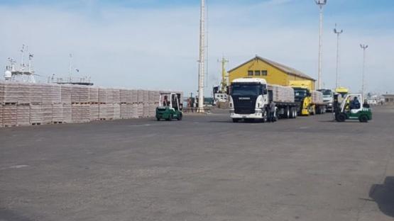 El puerto de Puerto Deseado exportará15 mil toneladas de cemento.