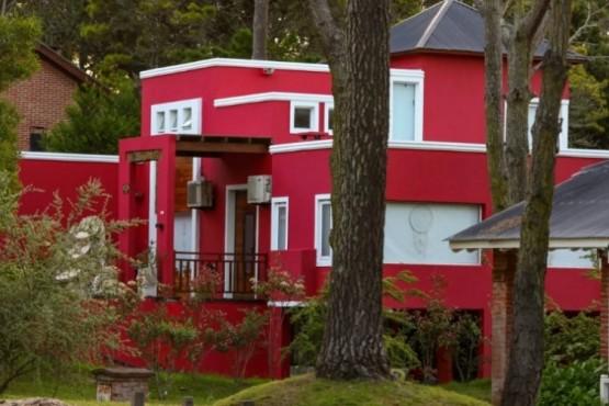 Le usurparon la casa y la pintaron de otro color