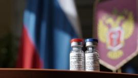"""Vacuna rusa: No será efectiva para todos y será """"difícil"""" administrarla antes de las fiestas"""