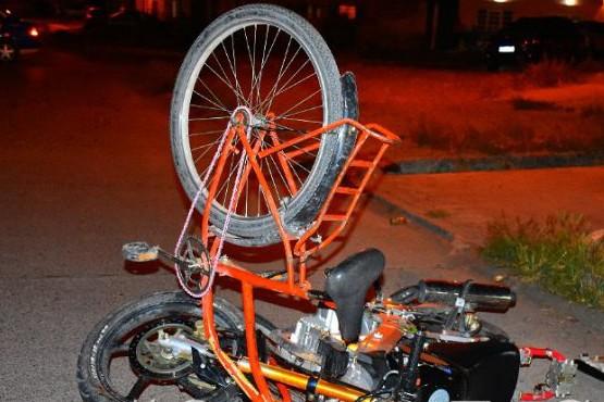 La moto y la bicicleta tras el choque (Foto LVDS)