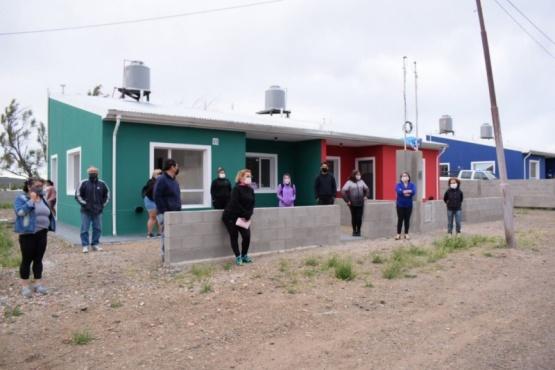 Dos familias tomaron viviendas terminadas y la policía custodia las restantes