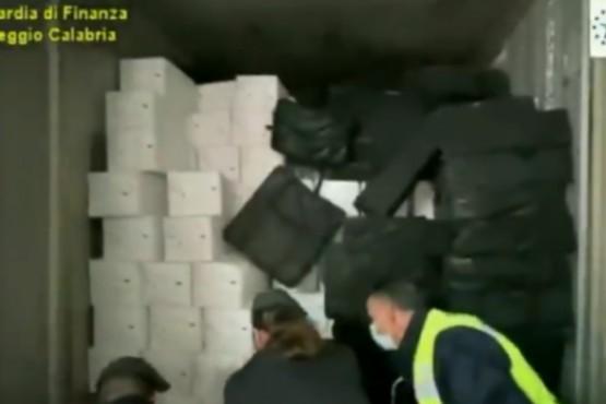 Descubren en Italia casi una tonelada de cocaína en mariscos chilenos