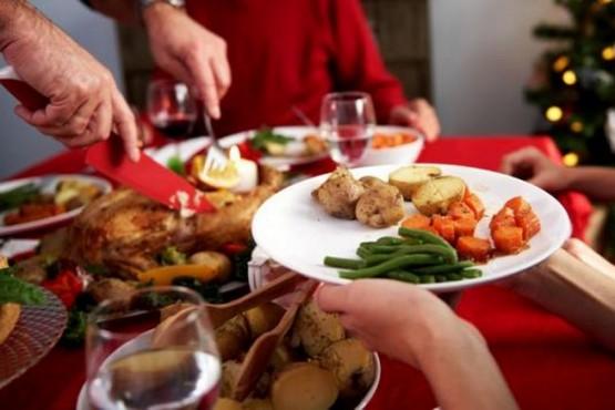 Fiestas de fin de año: analizan habilitar las reuniones sociales al aire libre