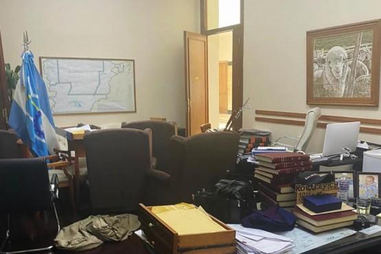 El Ejecutivo denunciará penalmente a los que causaron daños en Casa de Gobierno
