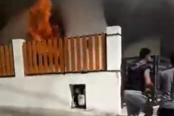Una mujer y sus cuatro hijos perdieron todo en un incendio