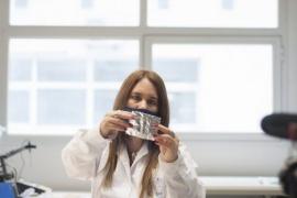 Una científica argentina creó un material que inactiva el coronavirus