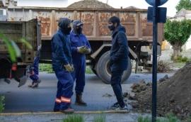 Repararon caño para solucionar inundaciones en calle Mendioroz
