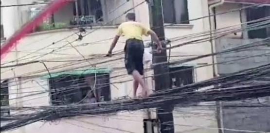 Un papá caminó por cables de alta tensión para buscar comida para sus hijos