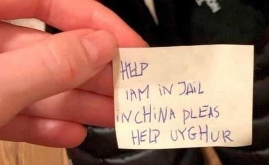 """Se compró unas zapatillas y encontró un aterrador mensaje: """"Ayuda, estoy en una cárcel"""""""