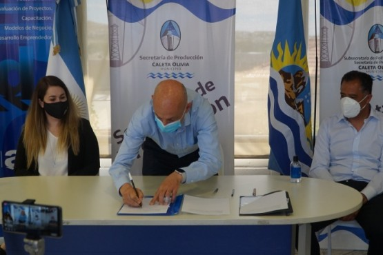 Caleta Olivia| Municipio, Distrigas y vecinos firmaron un acta acuerdo para obra de gas en el barrio Industrial