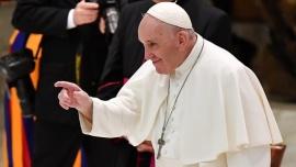 """El Vaticano investiga supuesto """"me gusta"""" del Papa a foto de modelo brasileña"""