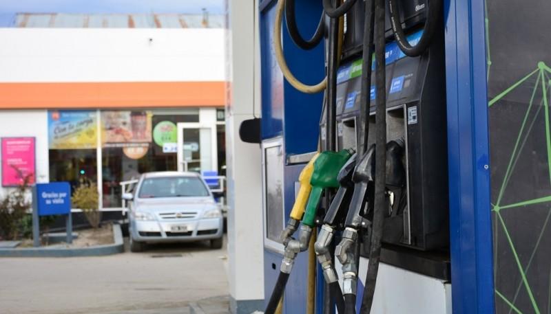 Un nuevo aumento de los combustibles de YPF. (C. Robledo)
