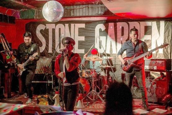 Banda de Río Gallegos sobre el escenario.