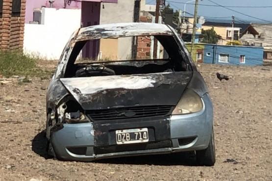 Caleta Olivia| Incendiaron intencionalmente un auto durante la madrugada