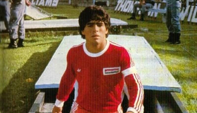 Maradona en Argentinos Juniors en 1980 (foto balón Latino)