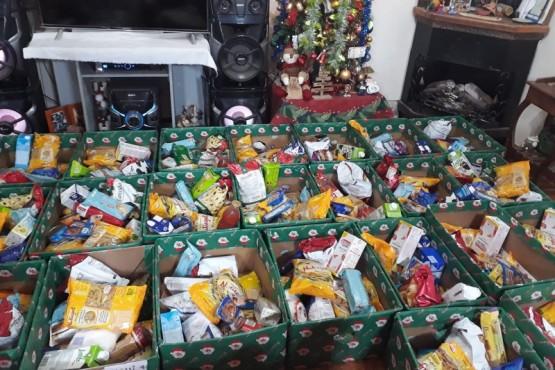 Río Gallegos| Juan Romero junta alimentos para armar bolsos navideños