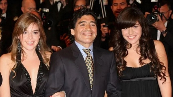 Dalma se derrumbó en pleno velatorio de Maradona y Gianinna tuvo que sostenerla en el piso