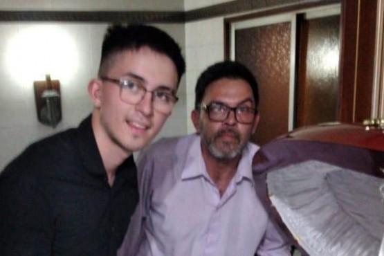 Habló uno de los empleados que se sacó una foto con el cuerpo de Maradona