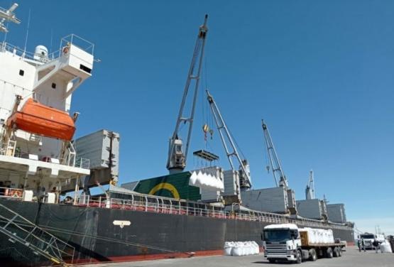 Puerto Deseado  Segundo operativo de exportación de cemento