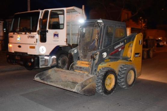 Río Gallegos| En operativo nocturno, se realizó limpieza integral de calle José Ingenieros