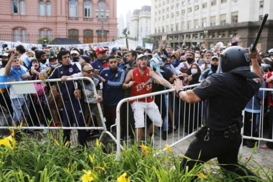 El Gobierno denunció a Rodríguez Larreta y a Santilli por los incidentes en el velatorio de Maradona