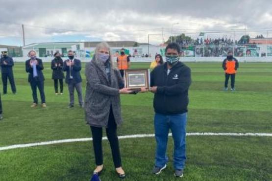 Santa Cruz| Fuerte inversión social para fortalecer a familias y al deporte en Puerto Santa Cruz
