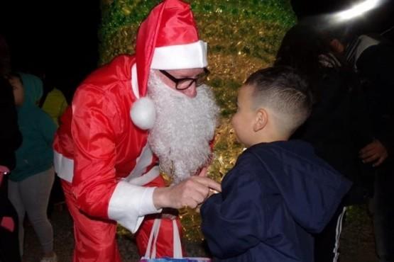 Papá Noel entregará regalos en Río Gallegos y atenderá a los nenes por teléfono