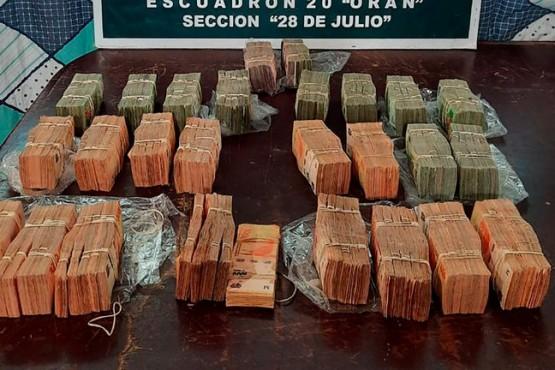 Padre e hijo transportaban más de 9 millones de pesos injustificados