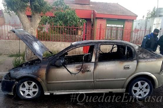 Se incendió un auto y los daños fueron totales