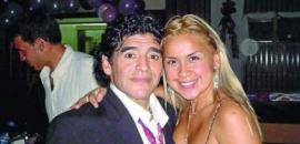 """Maradona a Ojeda: """"Por favor, trae una pizza de El Cuartito que acá no me quieren dar de comer"""""""