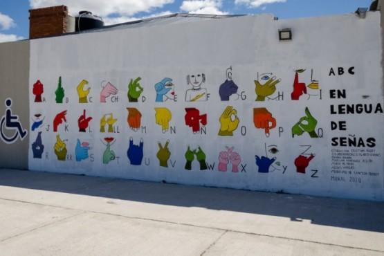 Rawson| Inauguraron mural de Lengua de Señas en Playa Unión