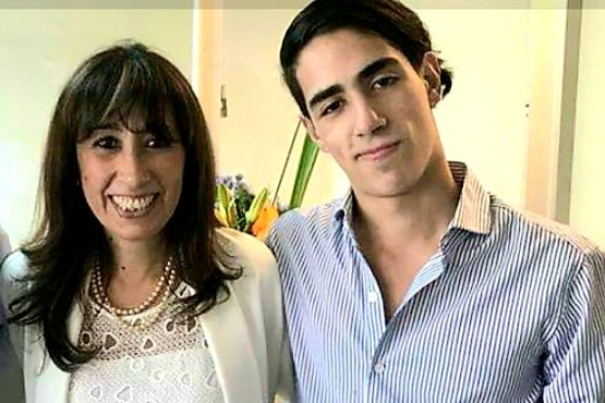 Roxana Reyes junto a su hijo Renzo.