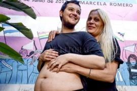 Un varón trans tendrá un bebé junto a una mujer trans