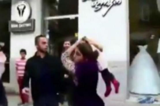 Una mujer usó a su hijo como arma para golpear al hombre con el que discutía