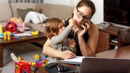 Las mujeres ganan 24% menos que los hombres pese a estar más preparadas