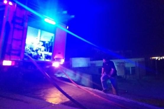 Comodoro| Dos dotaciones de bomberos debieron sofocar las llamas de una vivienda