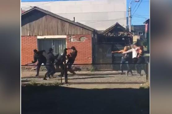 Los agresores de los policías sólo fijaron domicilio.