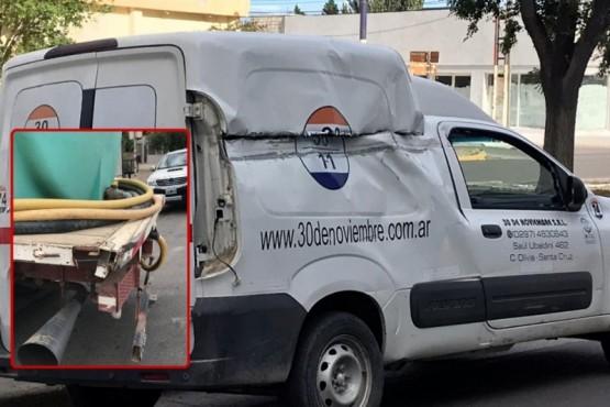 Un camión de agua y un vehículo de transportes chocaron en la avenida San Martín