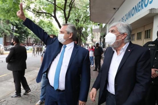 Alberto Fernández junto a Moyano para participar del acto por el Día del Trabajador Camionero